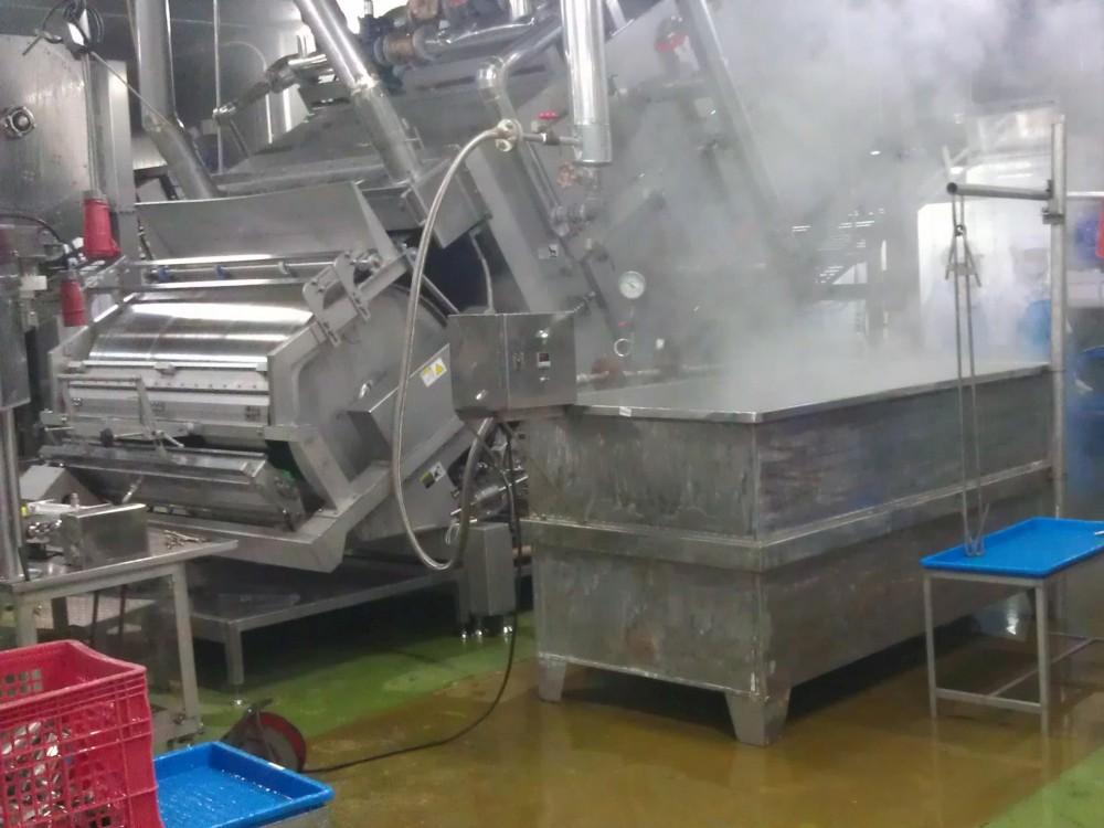 L'eau est portée à ébullition