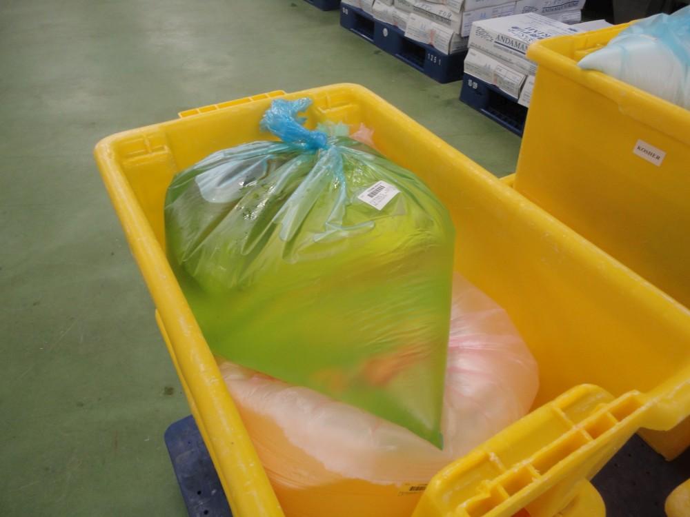 Les sacs de matières premières sont marqués Kacher à la préparation
