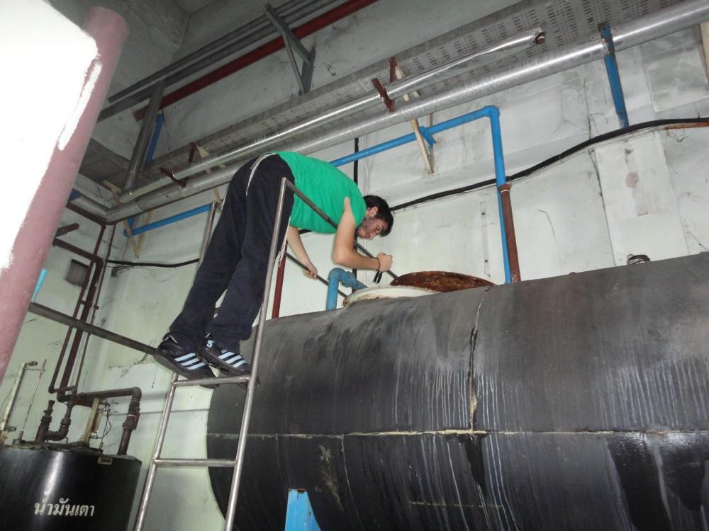 Le Machguia'h vérifie que l'eau de la chaudière dédiée au Kacher soit totalement vidangée avant de la remplir à nouveau